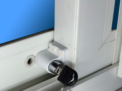 установка замков на алюминиевые окна